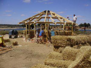 casa de paja, como hacer una casa de paja, autoconstruccion, bioconstruccion, vida alternativa, construccion con paja, cursos para construir con paja
