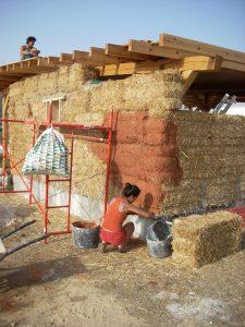 casa de paja, autoconstruccion con paja, bioconstruccion, casas de paja, como hacer una casa, casa de fardos de paja, casa de alpacas, casa natural, casa ecologica, casa sostenible, vida alternativa, curso autoconstruccion, como contruir con paja, ecoaldea, casas baratas, autosuficiencia, sistema autoportante de construccion con paja, revoco casa paja