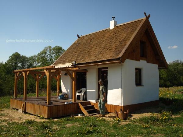 bioconstruccion, autoconstruccion, construir con balas de paja, casa de paja, como hacer una casa, construccion con paja