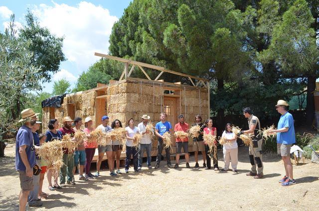 curso bioconstruccion, taller construccion con paja, casas de paja, CURSO REVOCOS. revocar con arcilla
