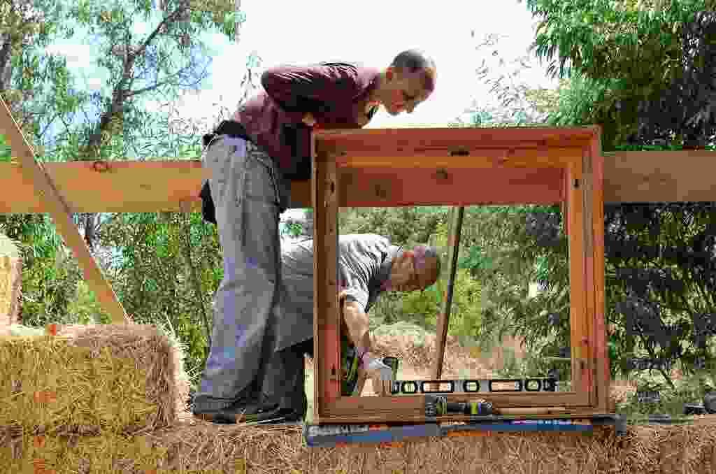casa de paja, bioconstruccion, casas de paja, como hacer una casa, casas baratas, autoconstruccion, curso bioconstruccion, construir con paja, casa de balas de paja